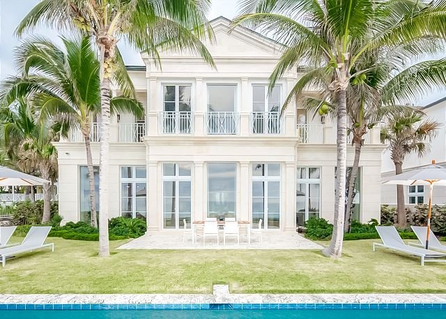 Colonial Paradise Luxurious Island Beachfront with Private Pool, location de vacances à Île de New Providence