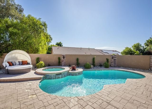 Las Vegas Sunshine w/ Pool, Spa, Outdoor Kitchen!, vacation rental in North Las Vegas