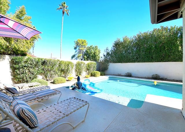 Peaceful in Phoenix- Soak in Sun & Private Pool!, alquiler de vacaciones en Phoenix