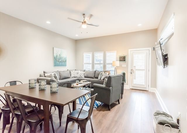 Indy Chic, Great Location w/ Foosball Table & More, holiday rental in Greenwood
