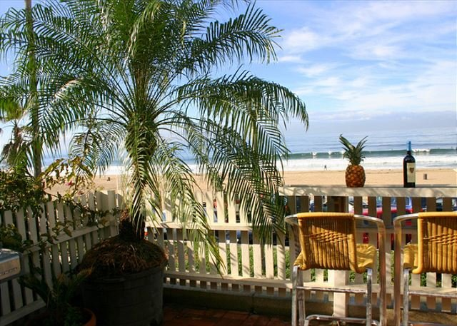 Beachfront Cali Dream w/ Hot Tub on The Strand!, location de vacances à El Segundo