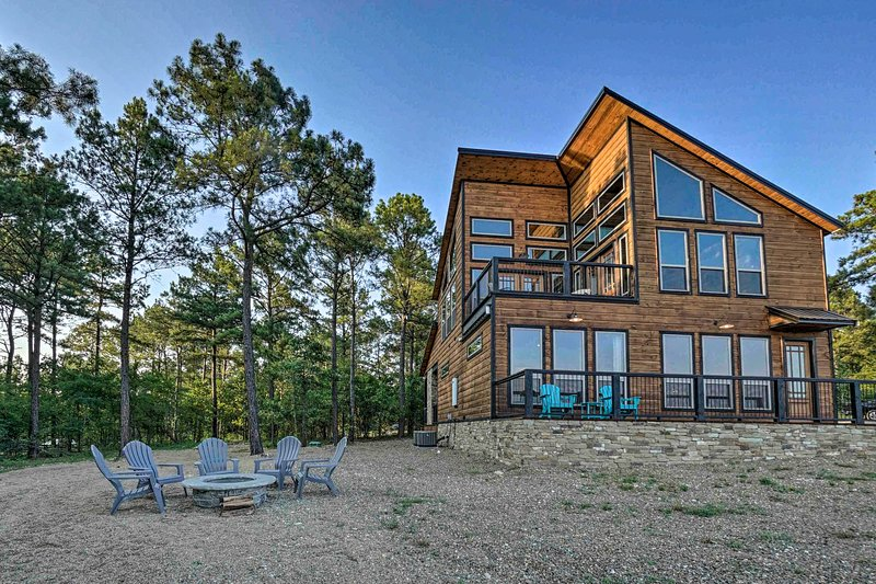 NEW! Modern Cabin with Hot Tub & Panoramic Views!, vacation rental in Hochatown