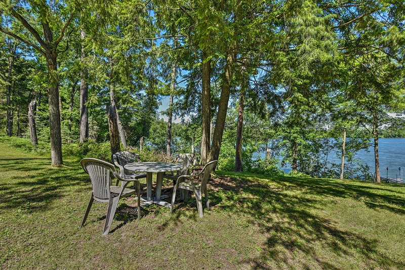 This vacation rental features a pristine outdoor area with lake views.