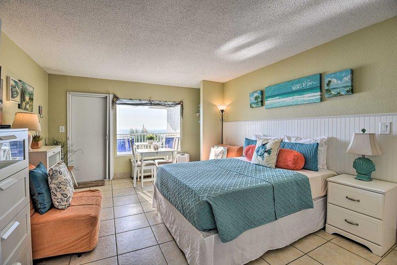NEW! Waterfront Daytona Beach Studio w/Pool Access, casa vacanza a South Daytona