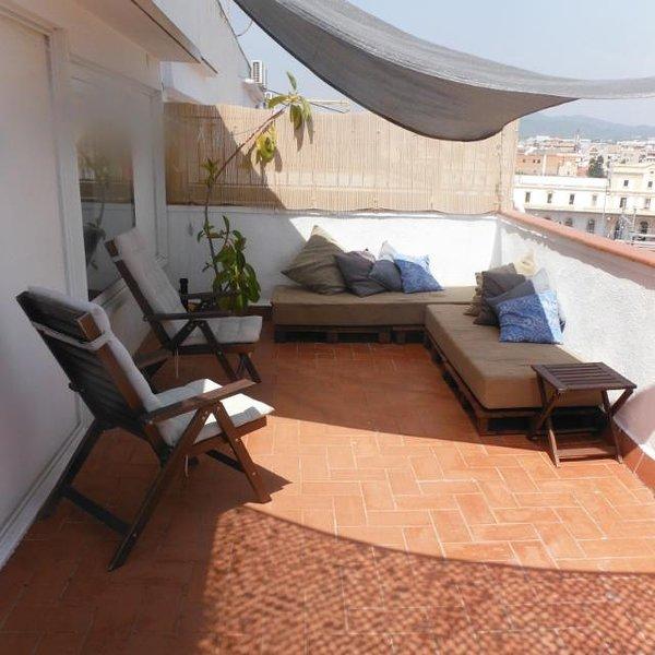 Tranquil and Convenient Apartment with big terrace, alquiler de vacaciones en Vilanova i la Geltrú