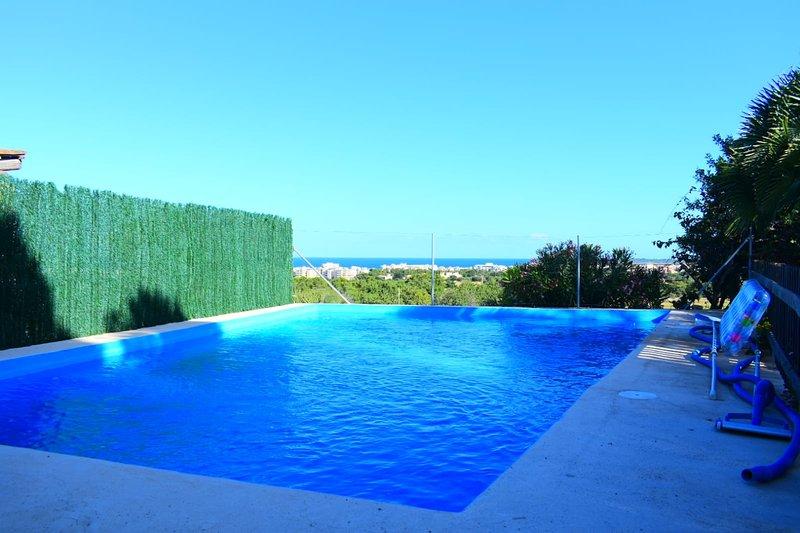 Casa rural con piscina y jardín cerca playa vistas, holiday rental in Costa De Los Pinos