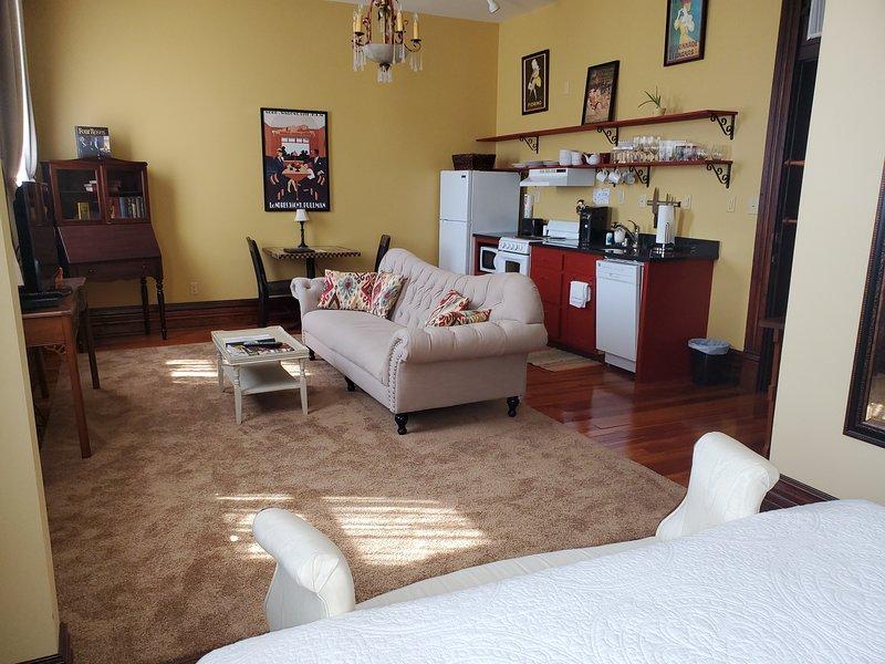Trail Suites Inn - Suite C - Luxury Suite w/ Kitchen, location de vacances à Frankfort