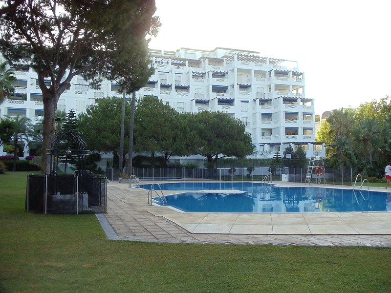 Playas del Duque Delightful Holiday, holiday rental in Marbella