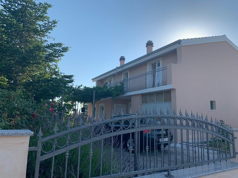 Bajici Apartment Sleeps 5 with Air Con - 5859613, holiday rental in Cista Provo