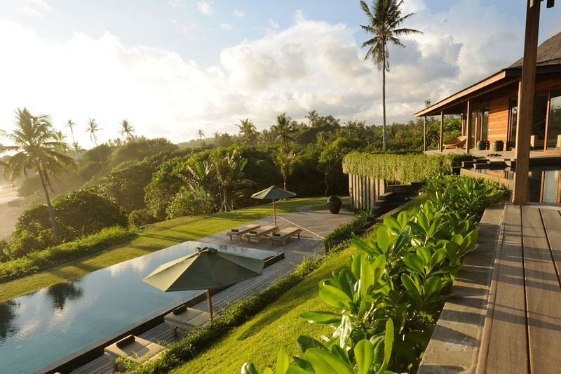 Bulung Daya Villa · AMAZING BEACH RETREAT (Chef/Butler/Driver/Gym), holiday rental in Antap