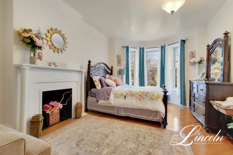 'The Lincoln' Gorgeous 3 Bedroom Apartment, vacation rental in Brooklyn