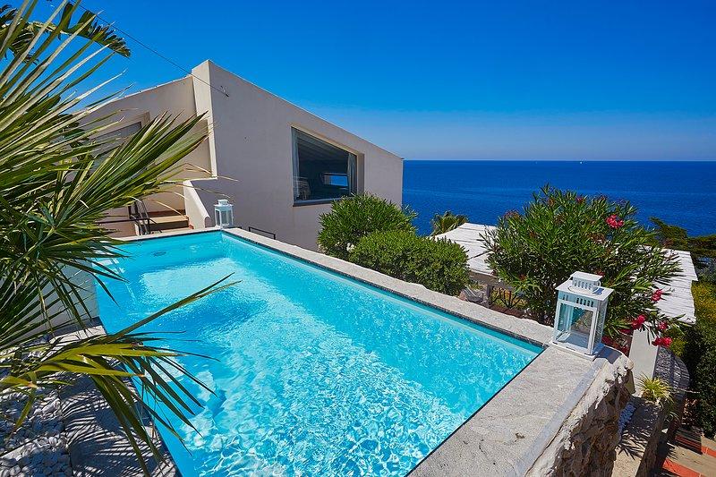 Villa Smeraldo sul mare, con piscina e giardino, holiday rental in Bagheria