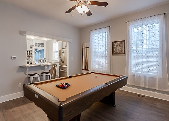 4BR Bates-Hendricks Bungalow w/ Pool Table & more!, holiday rental in Greenwood