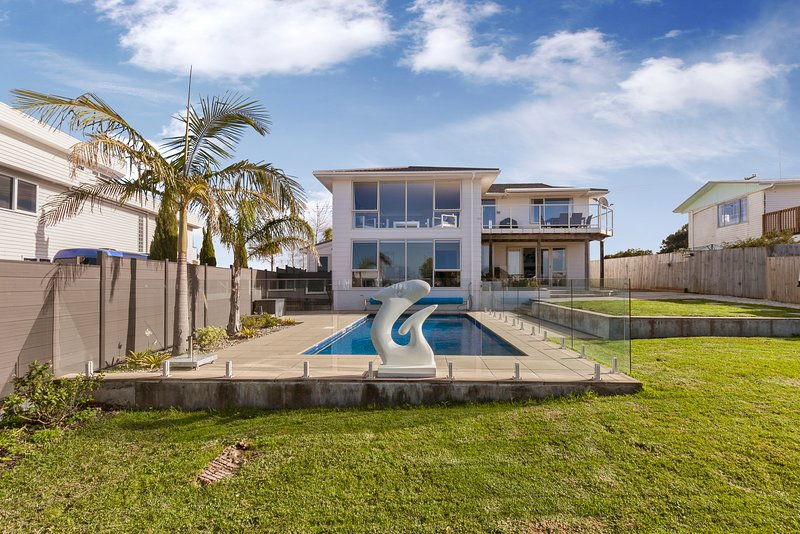 Ki Te Wai - Algies Bay Holiday Home, Algies Bay, holiday rental in Warkworth