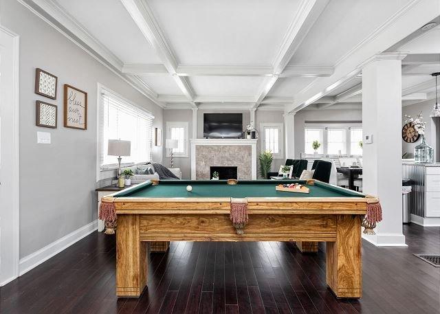 Indianapolis Elegance- Modern 4 Bd w/ Pool Table!, location de vacances à Fortville