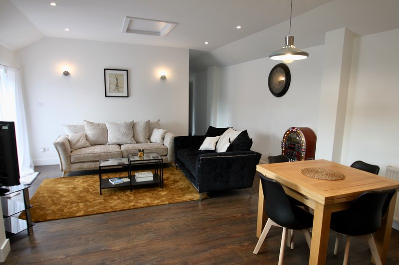 No1 Bloom Apartments Bath. Stylish, beautiful views and free parking., casa vacanza a Batheaston