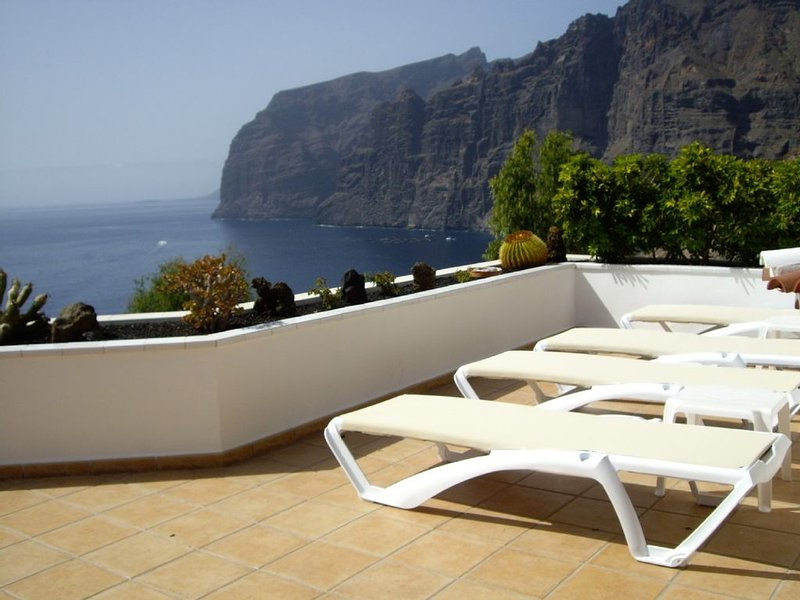Prime Location, Htd Pool, Breathtaking Sea Views nr Beach/Marina, A/C WiFi UKTV, holiday rental in Masca