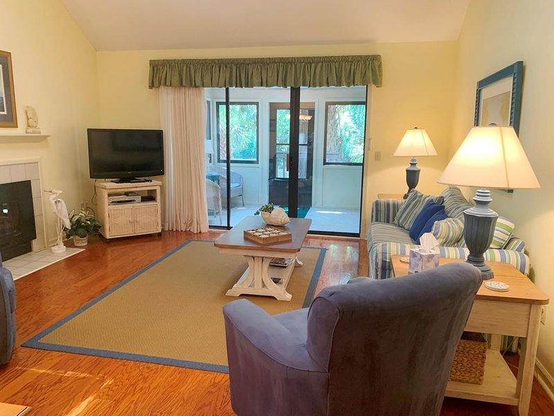 Villa in Sea Pines with Onsite Pool, Hot Tub and Tennis, vacation rental in Hilton Head