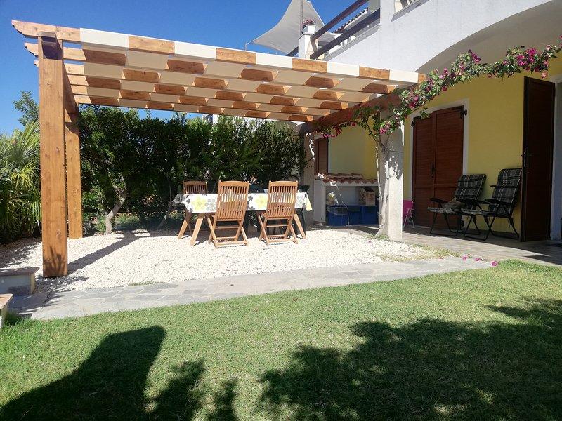 Beautiful house with shared pool, location de vacances à Santa Maria Coghinas