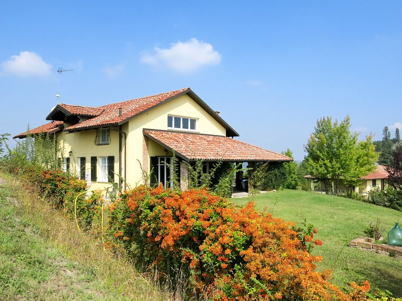 Villa Gaboardi (MMB100), vacation rental in Montegrosso d'Asti