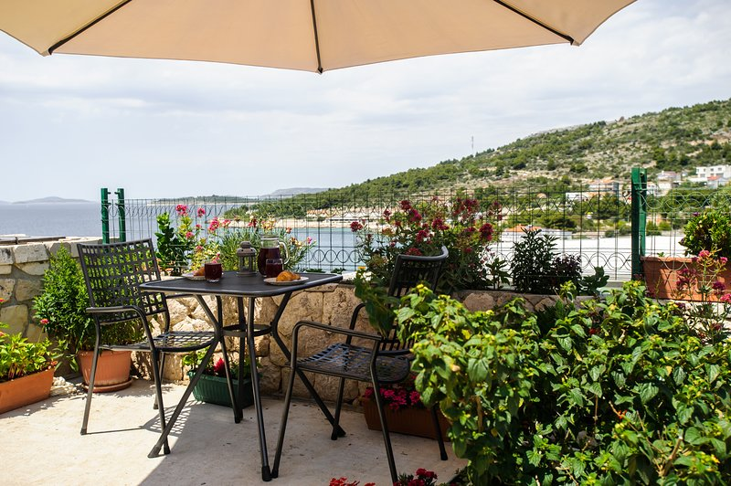 Apartments Andreja  - 'The purple', holiday rental in Primosten