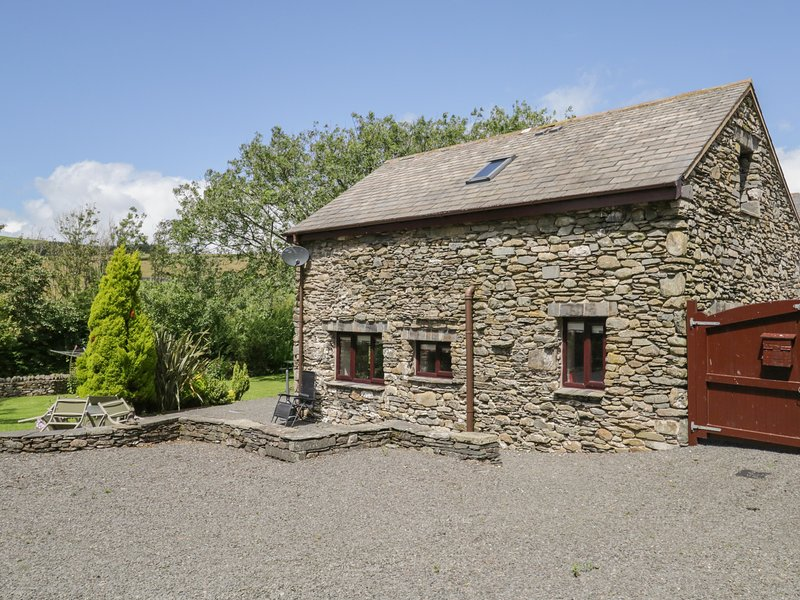 WOODSIDE BARN, family friendly, luxury holiday cottage, with a garden in, holiday rental in Kirkby in Furness