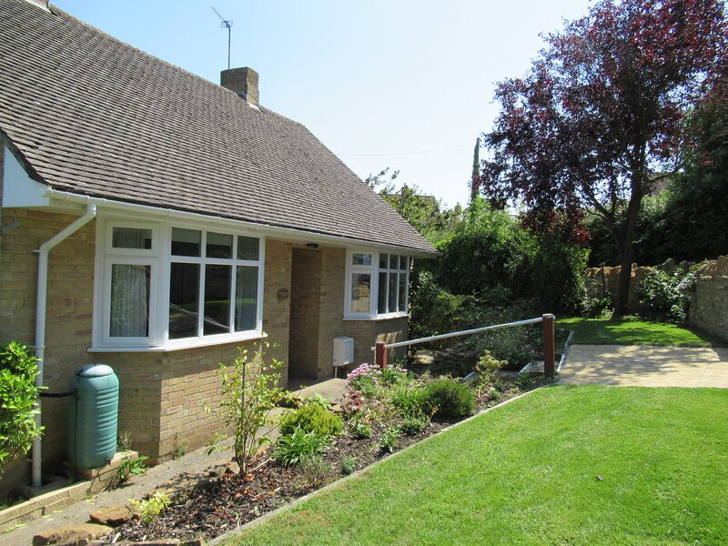 LITTLE ORCHARD, all ground floor, conservatory, enclosed garden, WiFi, Higher, casa vacanza a South Petherton