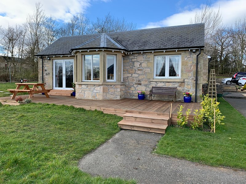 The Ploughman's Poet Cottage  *New Listing*, vacation rental in Carluke