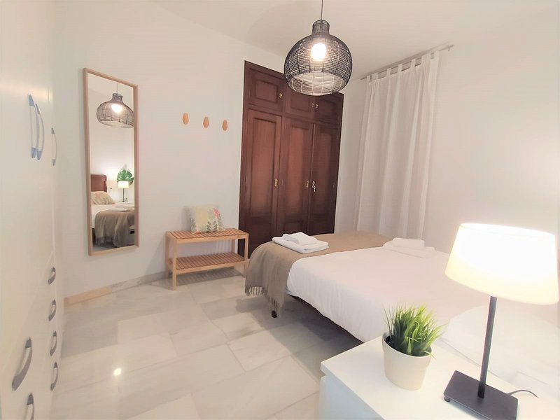 Apartment at City Center and Mezquita Crdoba, holiday rental in Meriga