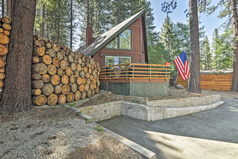 Welcome to this rustic South Lake Tahoe vacation rental!