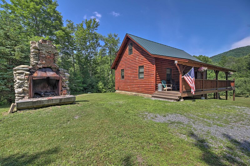 The cabin is just a few minutes from skiing and outdoor adventures!