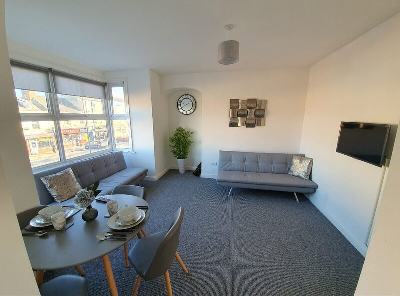 Highview House Redcar- Seaview Full Apartment 1, holiday rental in Redcar