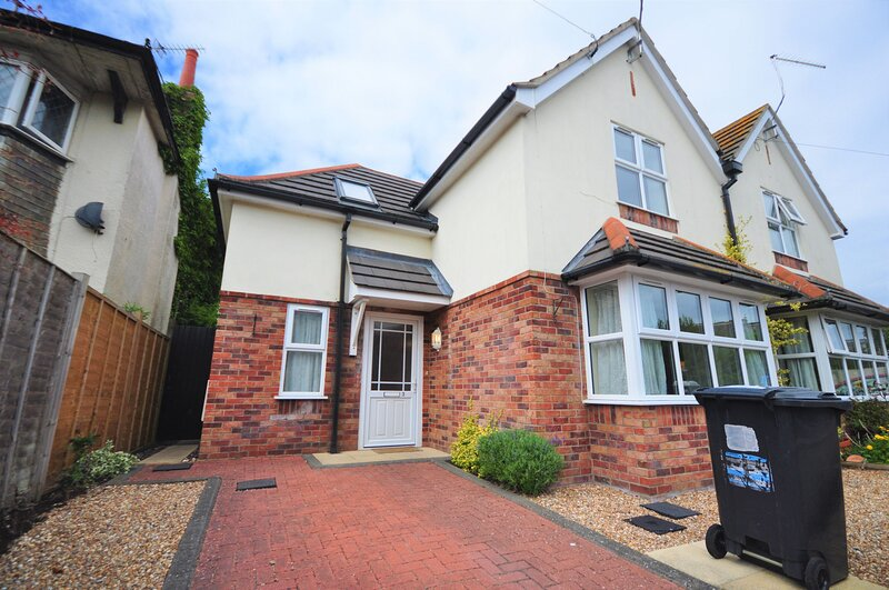 Eastcliff House - Eastcliff House, holiday rental in Bournemouth