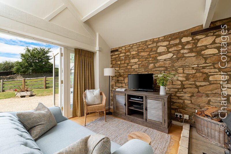 Oxbow Cottage is a charming hideaway with stunning rural views of the valley, vacation rental in Upper Oddington