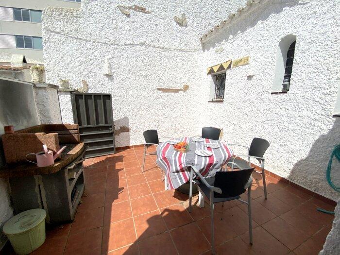 PR23- Nice attached house in Puig Rom with parking and communal pool, aluguéis de temporada em Pau