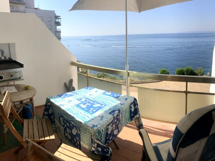 MEDA 2DApartment on Seafront with 1 bedroom on the Far area with private parking, holiday rental in Roses