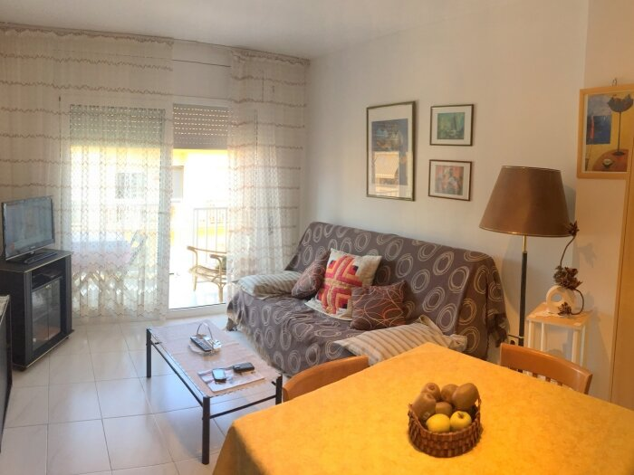 PR 129 1 bedroom apartment on the center only to 300 metres from the beach, holiday rental in Roses