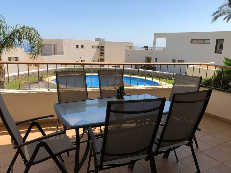 SUITUR APARTMENT WITH SEA VIEWS AND POOL, vacation rental in Monda