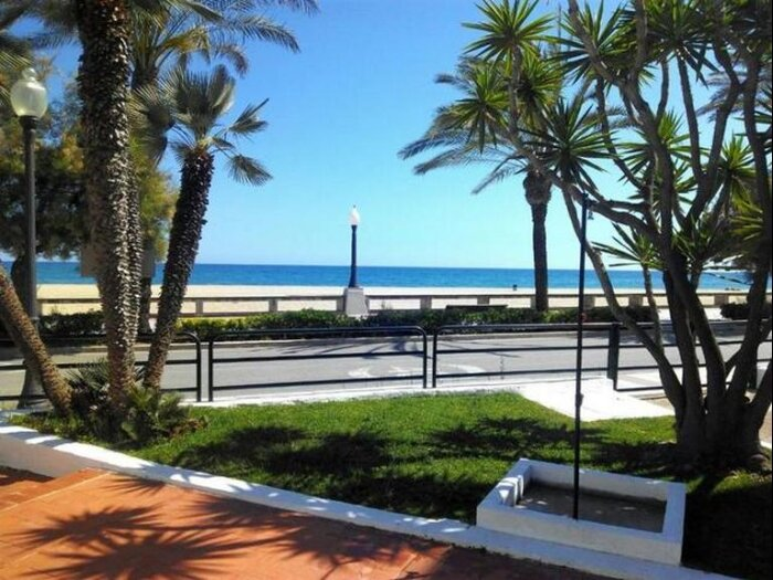 Suitur blue apartment beachfront, vacation rental in Coma Ruga