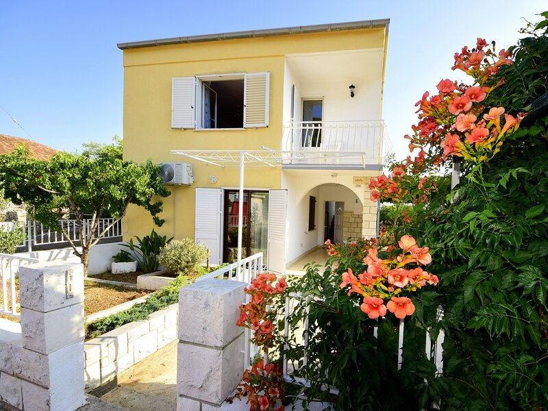 Lolita, holiday rental in Racisce
