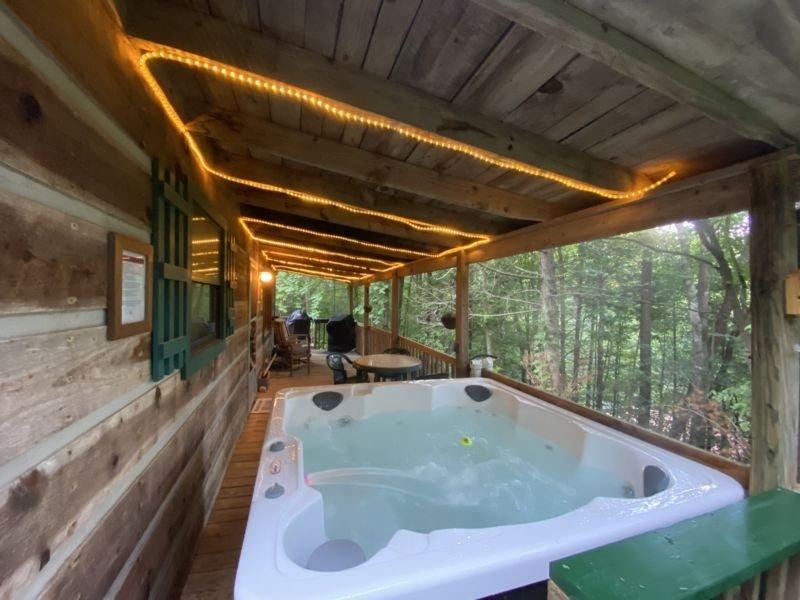 Caribou Pines - 2 Bedrooms, 1 Baths, Sleeps 4, holiday rental in Hartford
