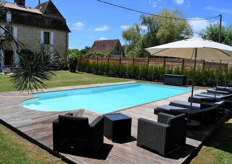 Cottage La Marcillande (up to 8 guests) Riverside Luxury with Pool and Gardens, vacation rental in Berbiguieres