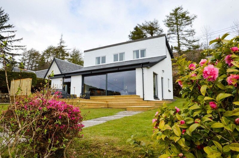 Grannda Mhor - Hillside holiday home near Oban. Incredible sea views- sleeps 8 c, location de vacances à Ford