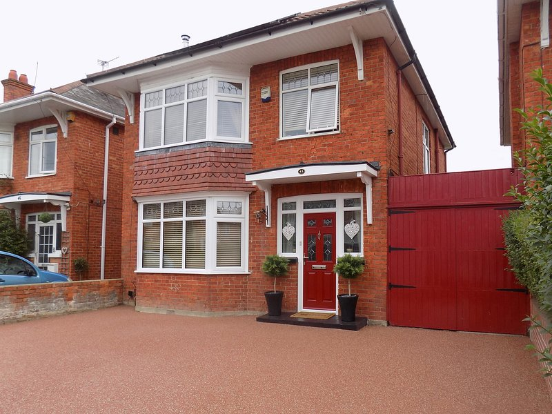 Warmways, Bournemouth, holiday rental in Bournemouth