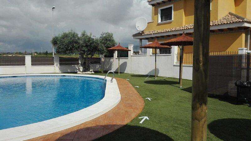 Bienvenidos a Residencial Esmeralda. Bonita piscina, siempre bien cuidada.
