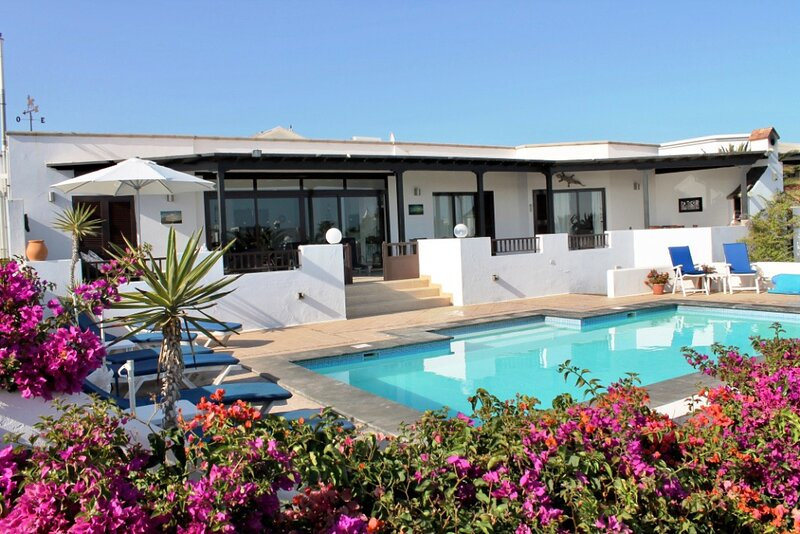 Luxury 5 bed VillaCoCo sleeps ten in the fabulous area of Playa Blanca lanzarote, vacation rental in Playa Blanca