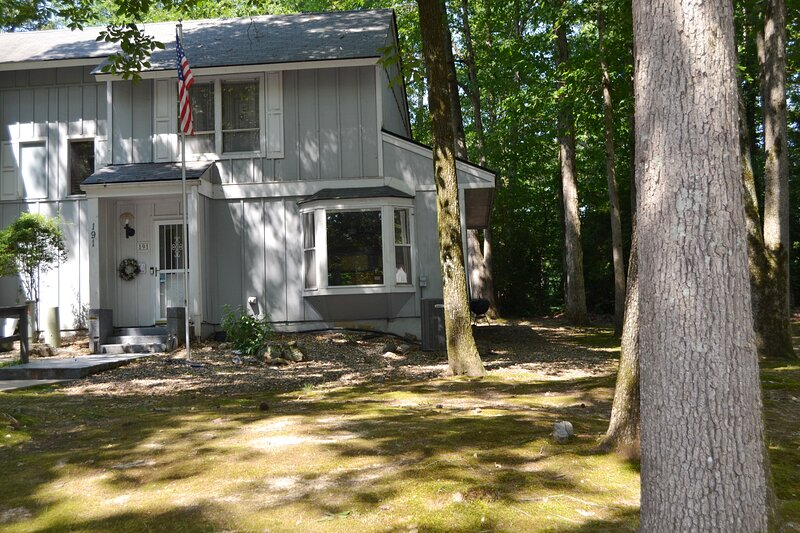 191GaucLn   Desoto Courts  Townhome   Sleeps 4, holiday rental in Hot Springs Village
