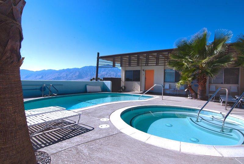 The Getaway #3: Pool, Mountain View, Kids welcome, vacation rental in Desert Hot Springs