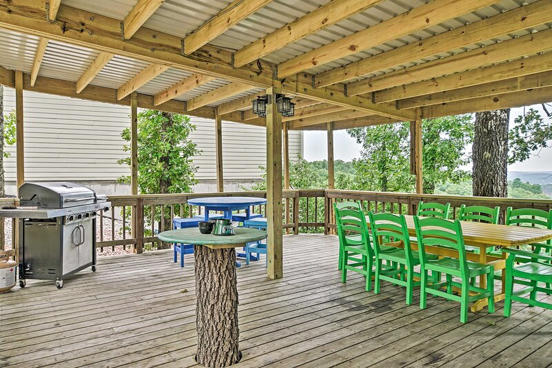 This house in Branson is perfect for large groups who want to get away.