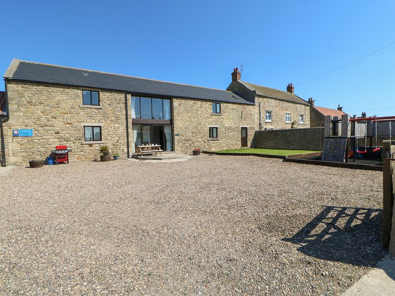 MILLSTONE, pet friendly, character holiday cottage, with a garden in Staindrop, casa vacanza a Ingleton